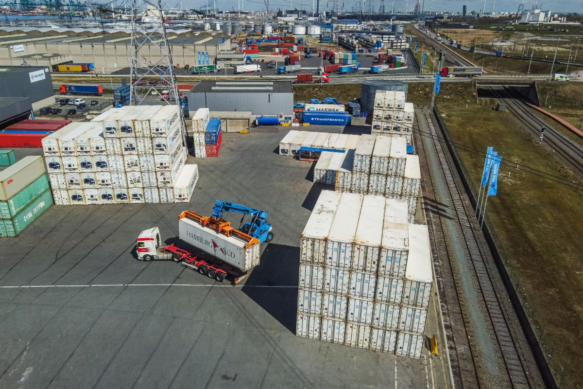 track and trace transport container